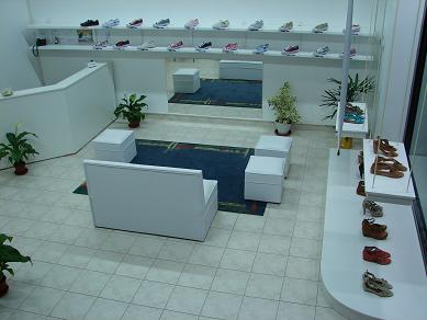Una vista del salón de ventas.