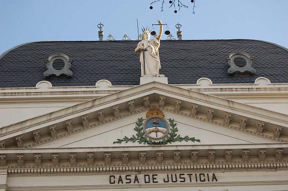 """(DIB).- La Suprema Corte de Justicia bonaerense remitió una dura carta al gobernador Daniel Scioli, en la cual solicita la """"urgente"""" remisión de un monto """"no inferir"""" a los 27 millones de pesos para saldar deudas acumuladas."""
