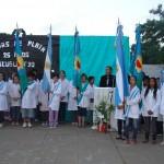 Banderas de ceremonias de la propia escuela y de otras que participaron del acto