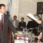 Fernandez presta juramento como concejal electo.