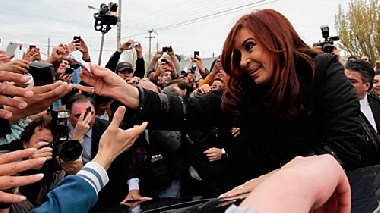 amp-cristina-fernandez-de-kirchner-saluda-al-pueblo-argentino-2011-10-23-35042