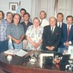 En 1997, Omar Malondra junto a los integrantes del Consejo de Administración de la CEyS  y al Intendente Municipal Jesús A. Blanco, durante la firma del contrato de concesión del servicio eléctrico.