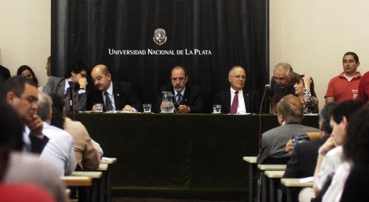 Sesión del Consejo Superior del 6 de diciembre de 2011.