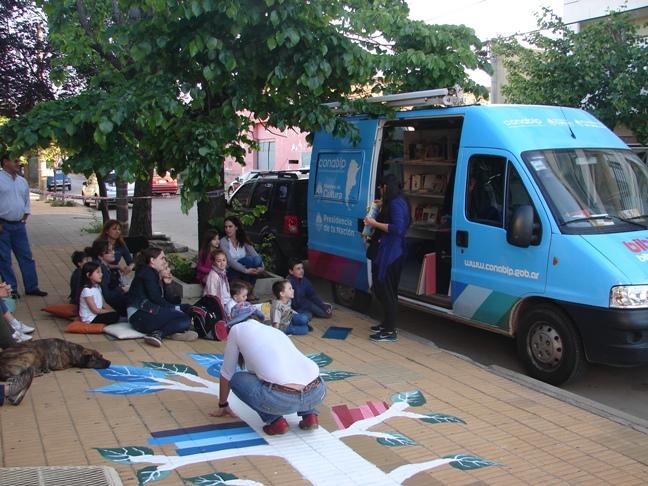 El Bibliomóvil de la CONABIP estuvo en 9 de Julio