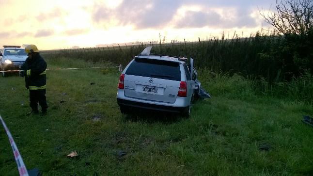 accidente13-El automovil termino a  escasos dos metros de una zanja profunda