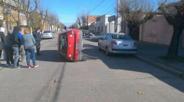 vuelcoautomovil19