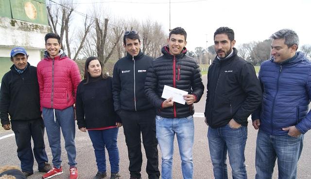 El Club Ciclistas le entregó una ayuda a  Federico Martínez antes del Panamericano