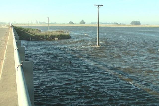 El Río Salado sigue desbordado