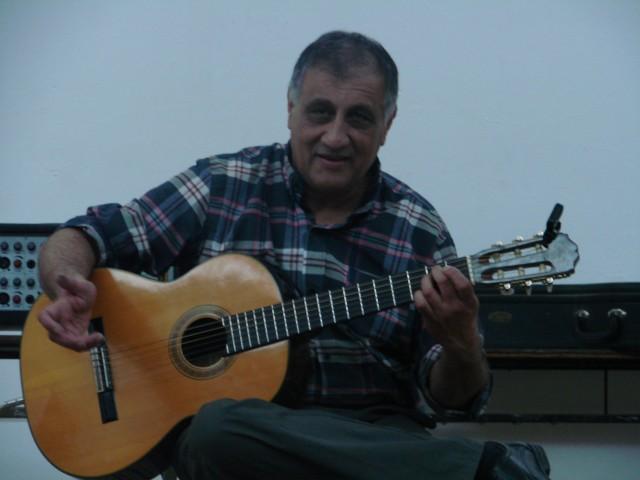 El Himno interpretado por Carlos Denda
