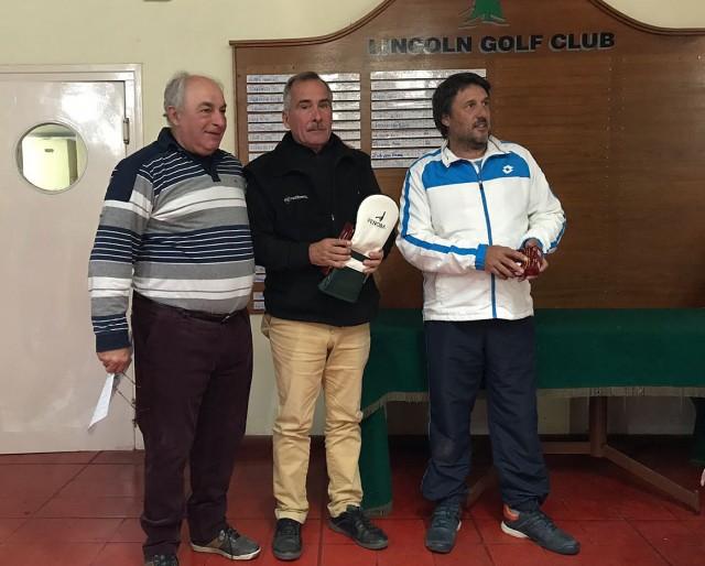 Miguel Trofimovih recibiendo su premio (1)
