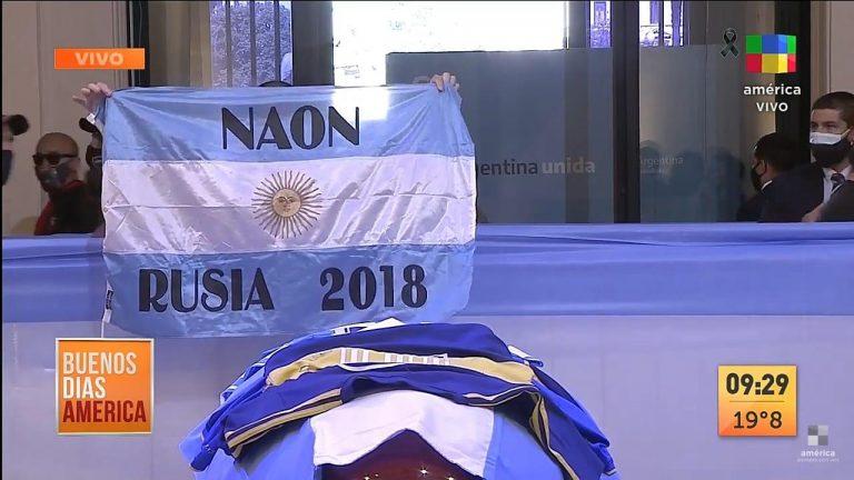 Naón presente en la despedida a Maradona